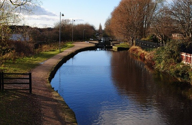 A view of a lock in the Manchester Ship Canal on a sunny day.